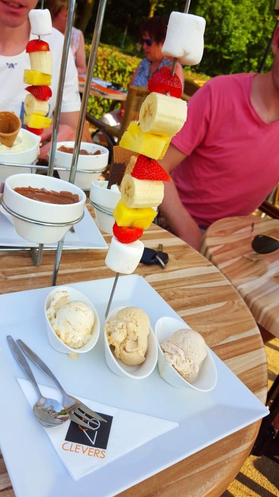 Clevers chocolade  fondue ijs