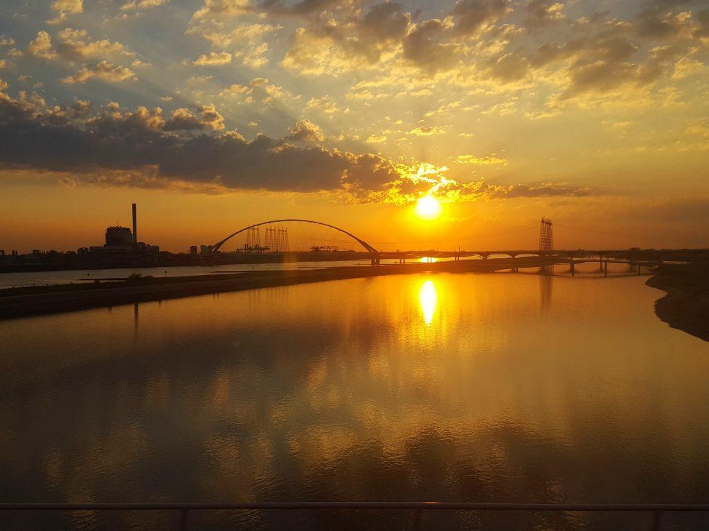 zonsondergang nijmegen waal