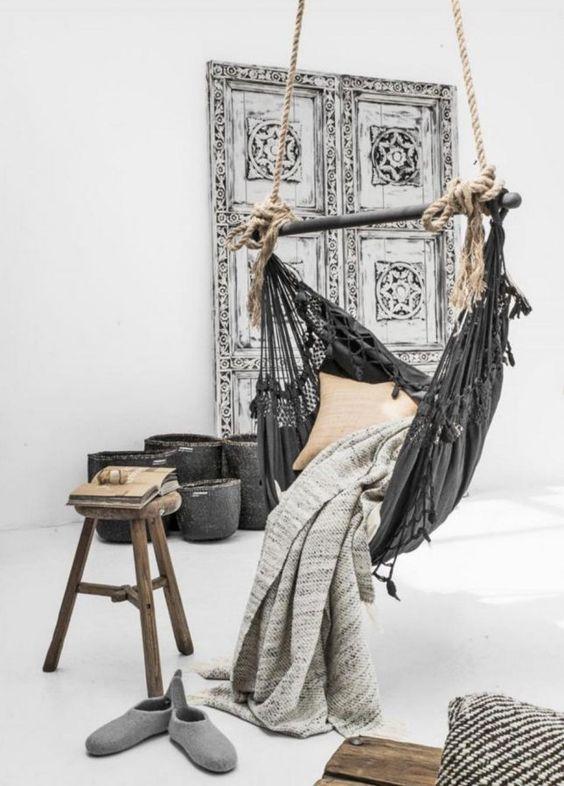 hangstoel-in-de-woonkamer - All Lovely Things