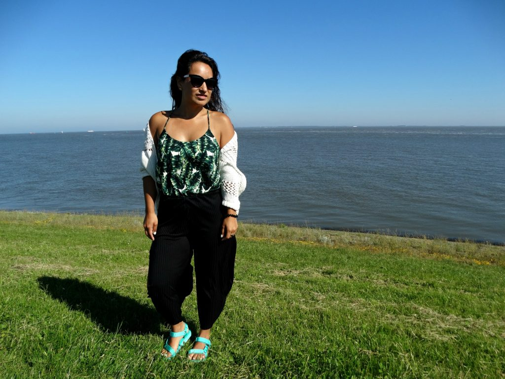 outfit broekrok palm top mango teva review