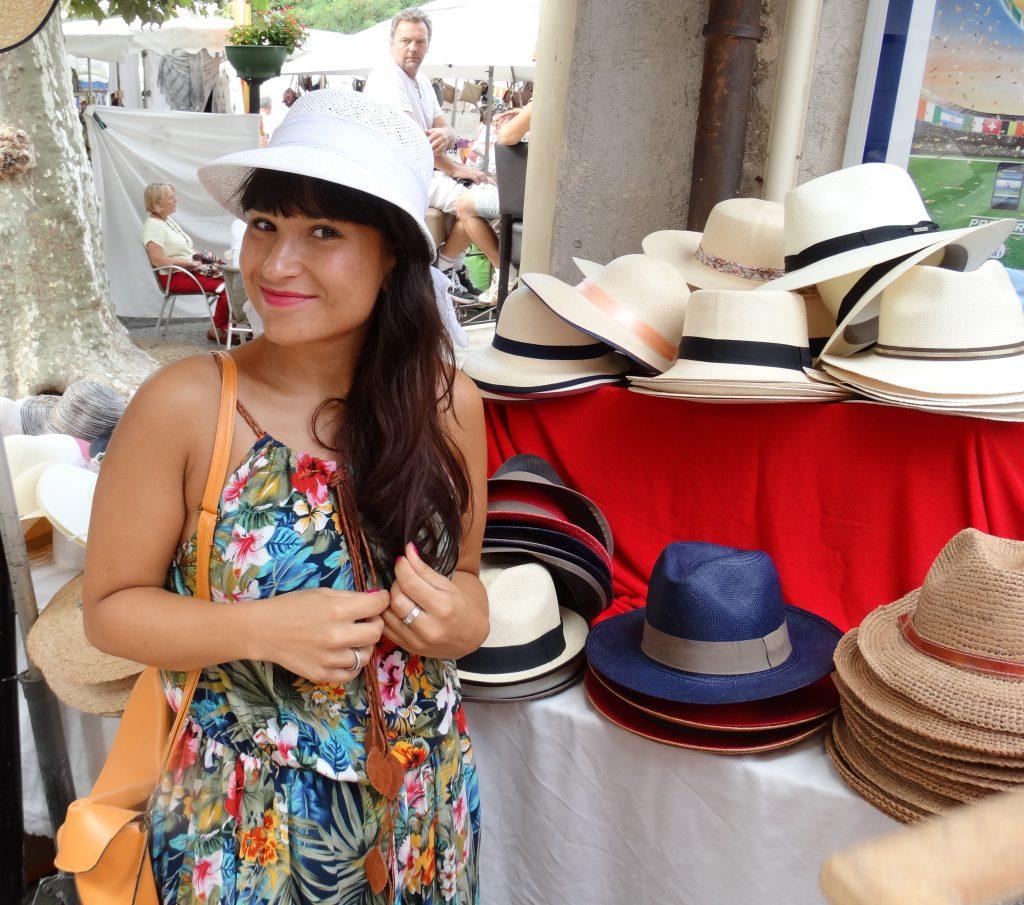 schoudertas of rugtas als handbagage frankrijk markt hoed