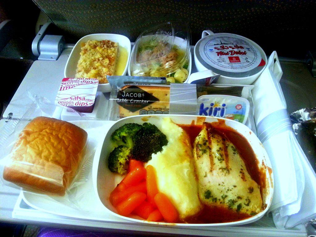 vliegtuig eten eiwitrijk doen tegen een jetlag