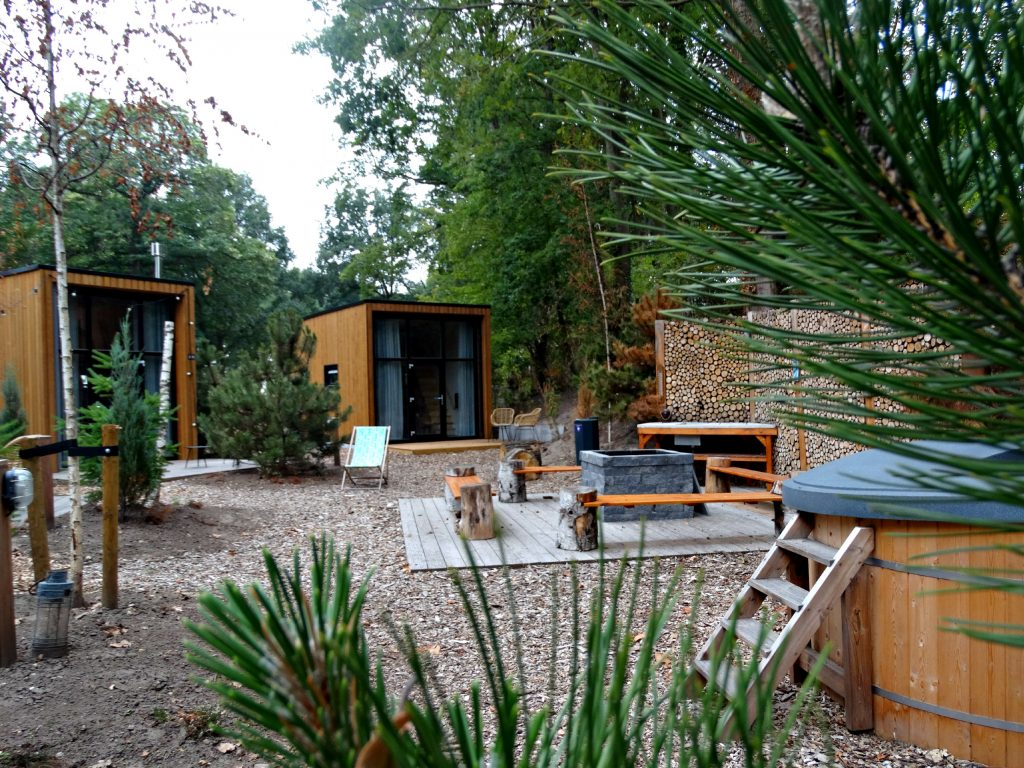 bijzonder overnachten in tiny houses belfeld droompark maasduinen hot tub