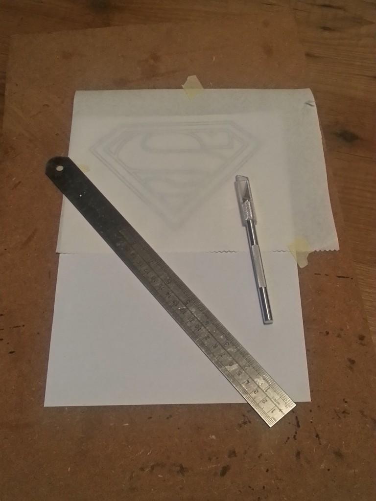 Door het gebruik van een liniaal kan je mooie rechte lijnen uitsnijden