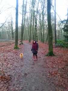 In het bos met mijn nieuwe Primark jas en sjaal
