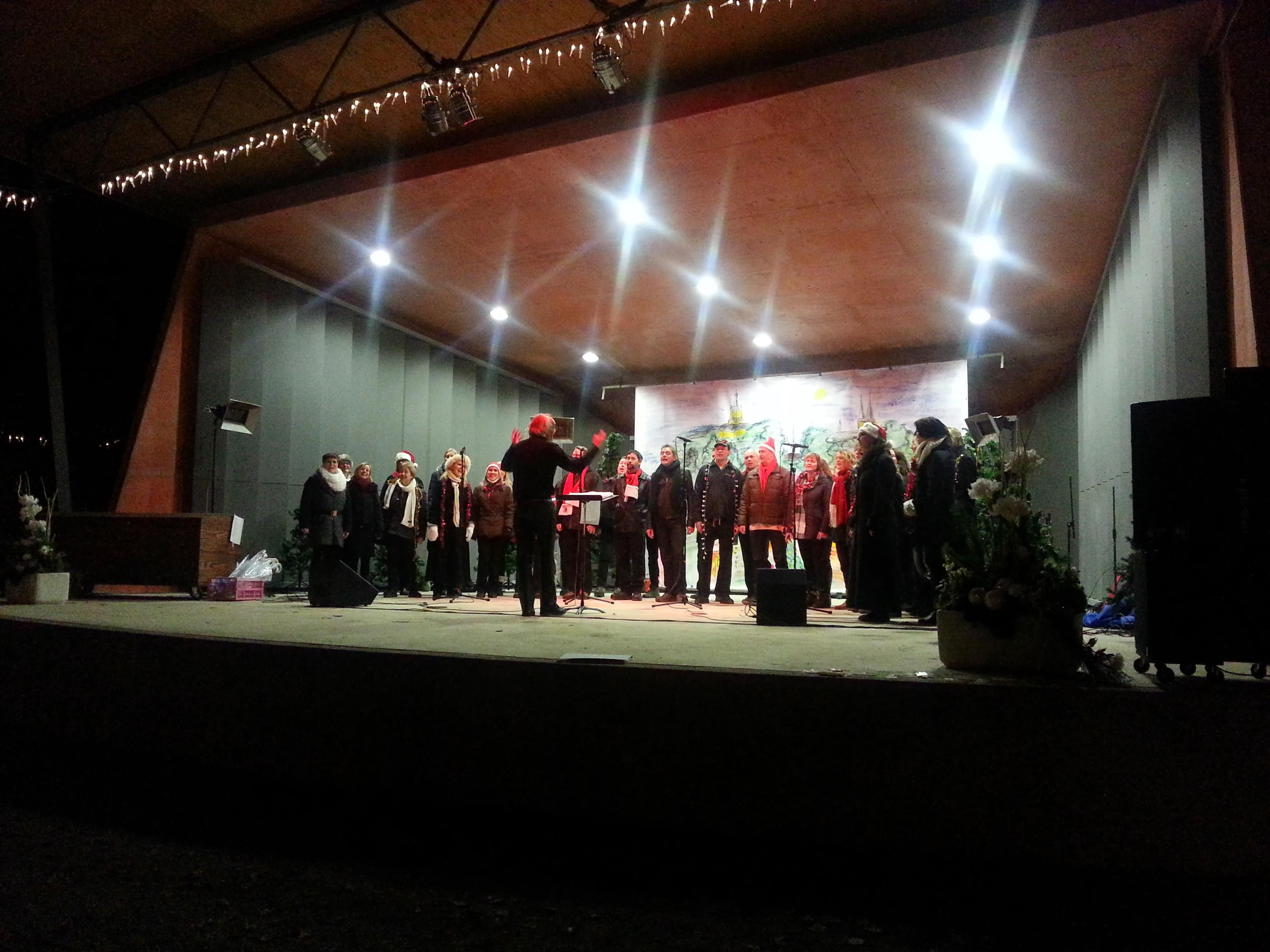Nederlands koor op een Duitse kerstmarkt