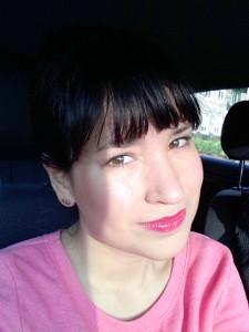 Hier heb ik de So Susan Pure Luminizer aangebracht op mijn jukbeenderen
