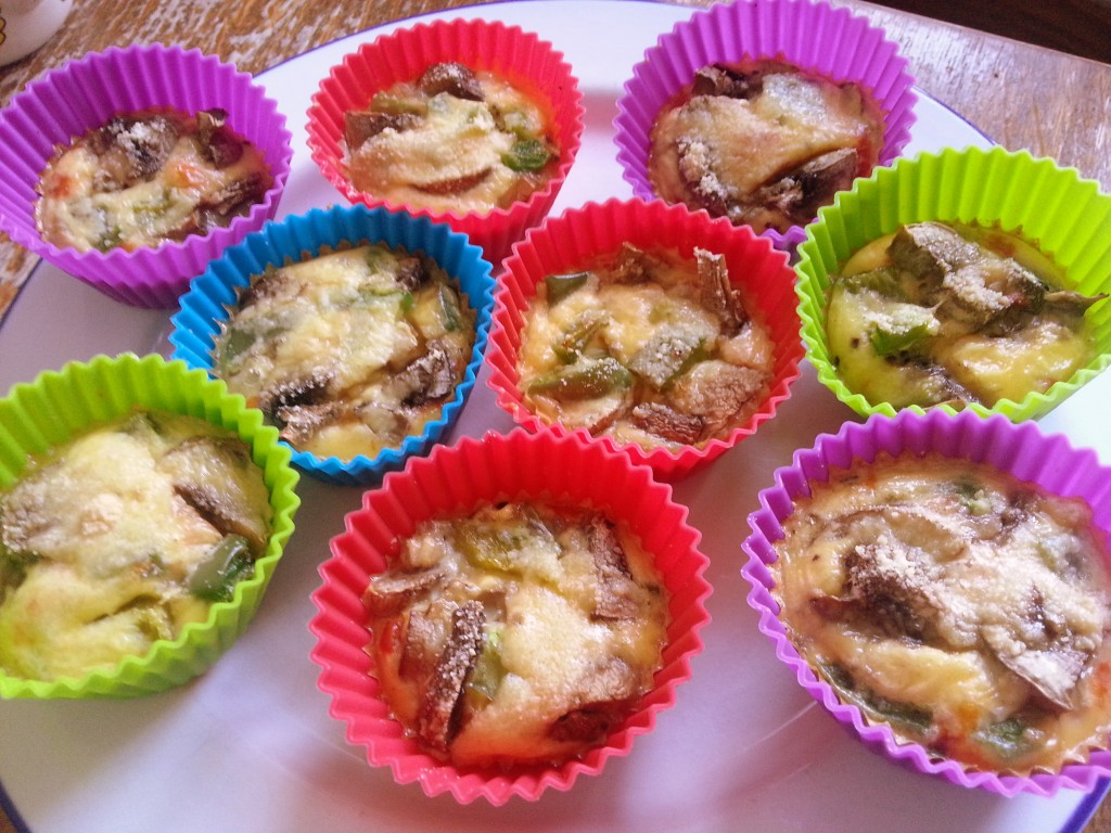 Eimuffins met champignons en paprika