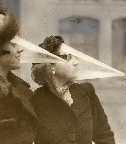 Plastic gezichtsbescherming tegen sneeuwstormen en kou, Montreal in 1939