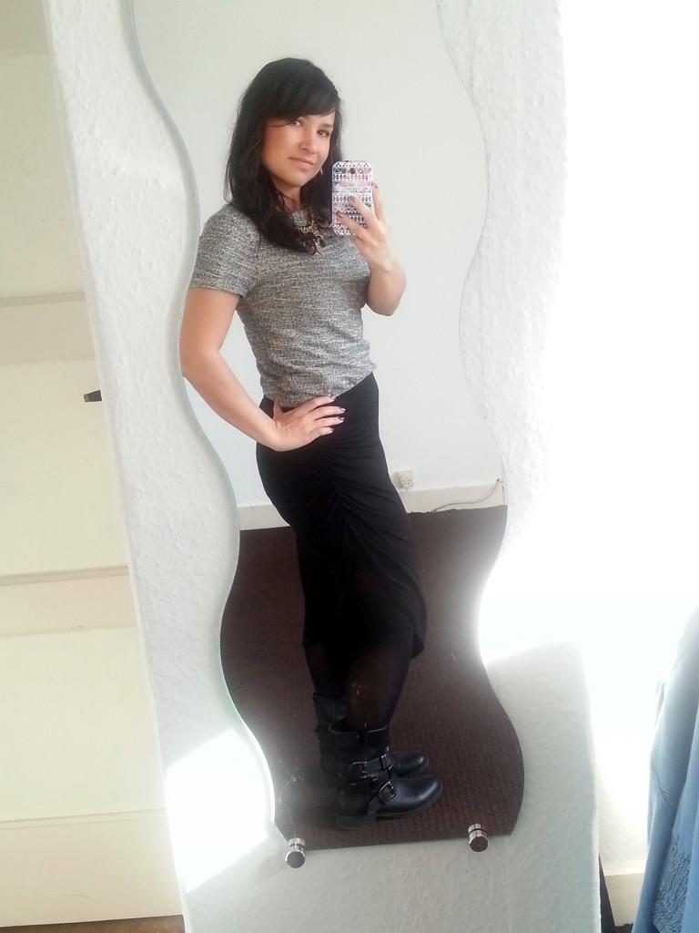 OOTD; shirt, statementketting en de schoenen komen van de Primark, de a symmetrische rok is van Gina Tricot