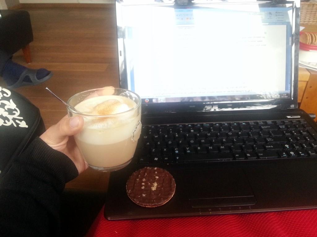 Nog wat voorbereiden voor de blog van vandaag met koffie en een koekje