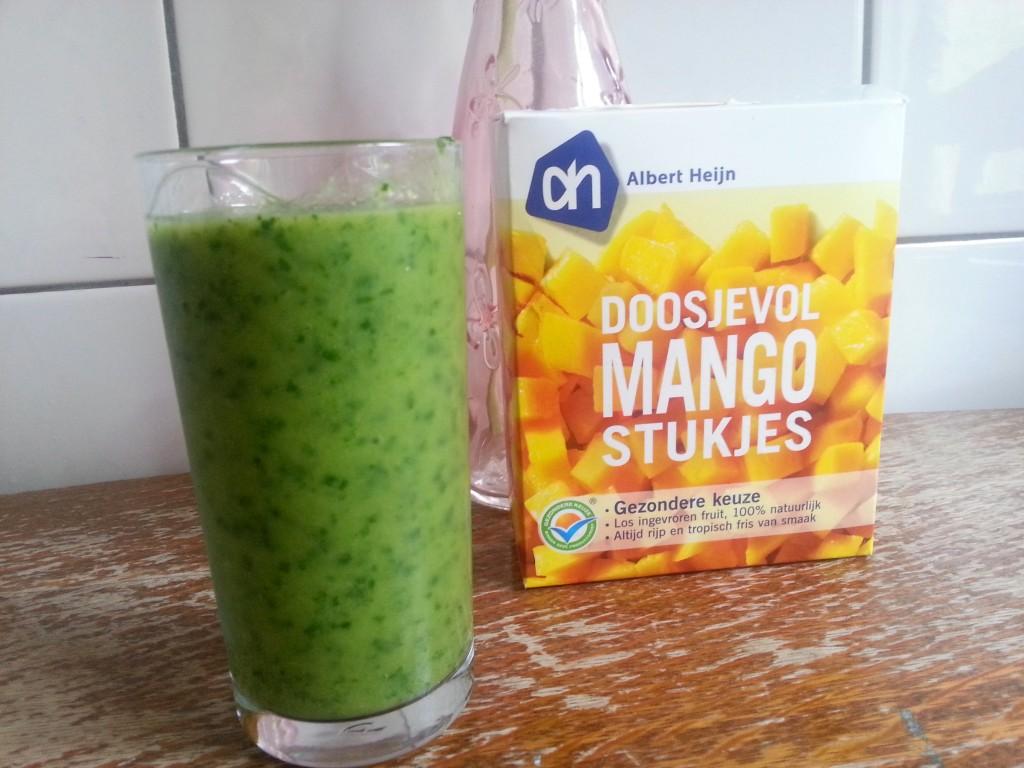 Goede start van de dag: groene smoothie met mango en boerenkool