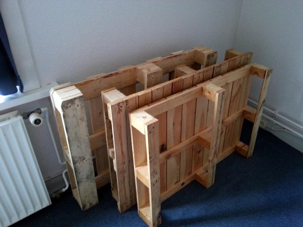 De pallets voor toekomstige DIY