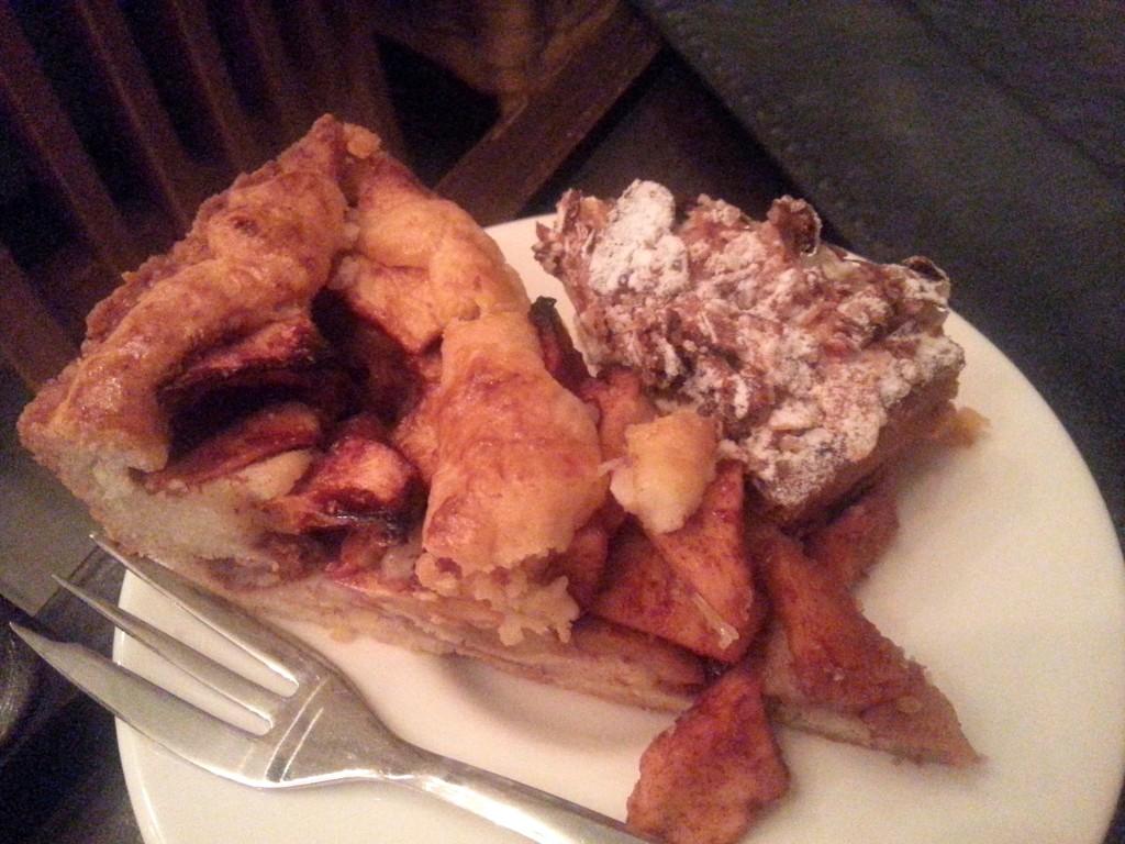 Mmm zelfgemaakte appeltaart en een stukje appel citroen taart