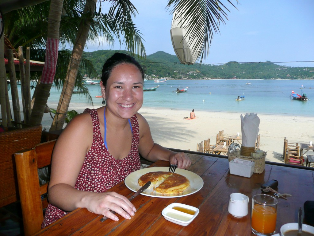 Ontbijten op het strand van Thong Nai Pan Yai in Koh Phangan