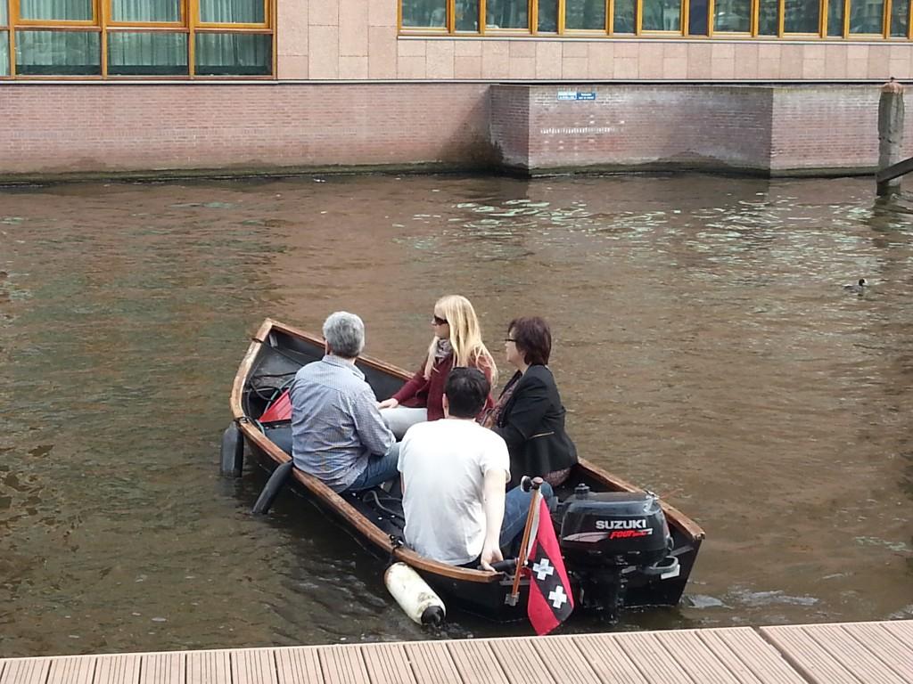 Varen op de Amsterdamse grachten met mijn familie