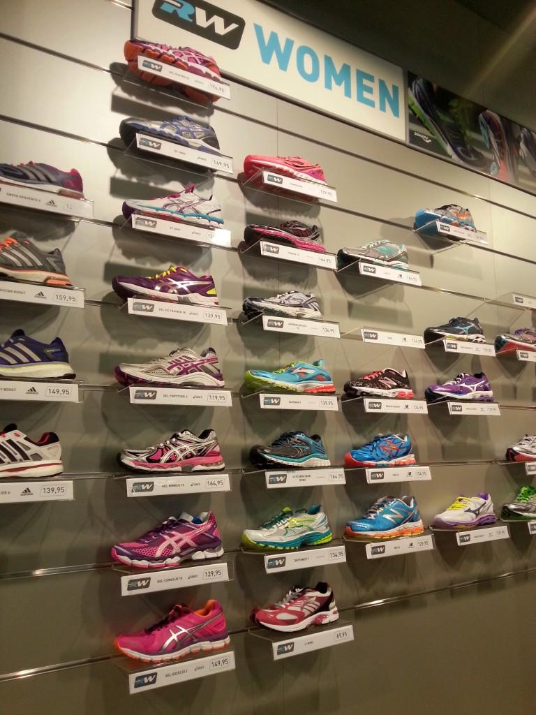 Kijk hoe leuk met alle kleurtjes! Ik wil ook nieuwe sportschoenen :)