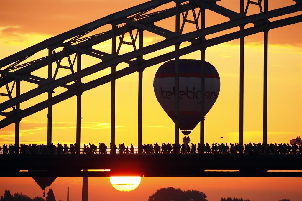 4 daagse waalbrug luchtballon anp vincent jannink