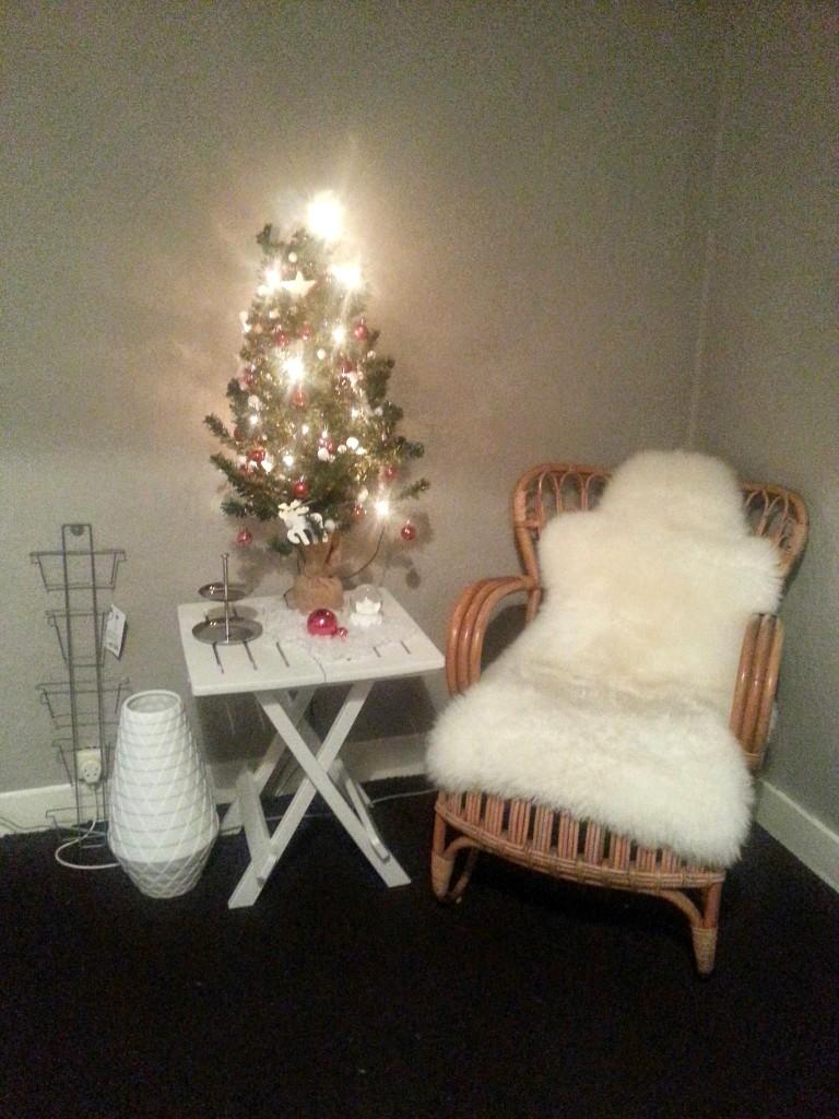 kerstboom ikea vacht rotanstoel