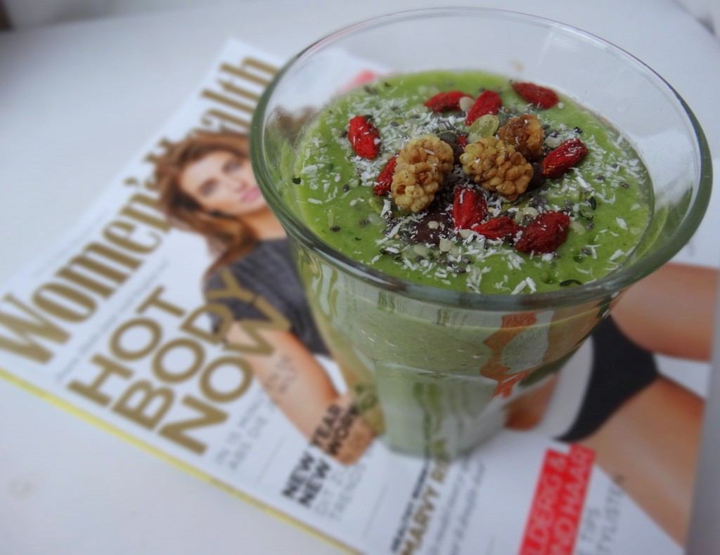 Groene shake spinazie mango kokoswater