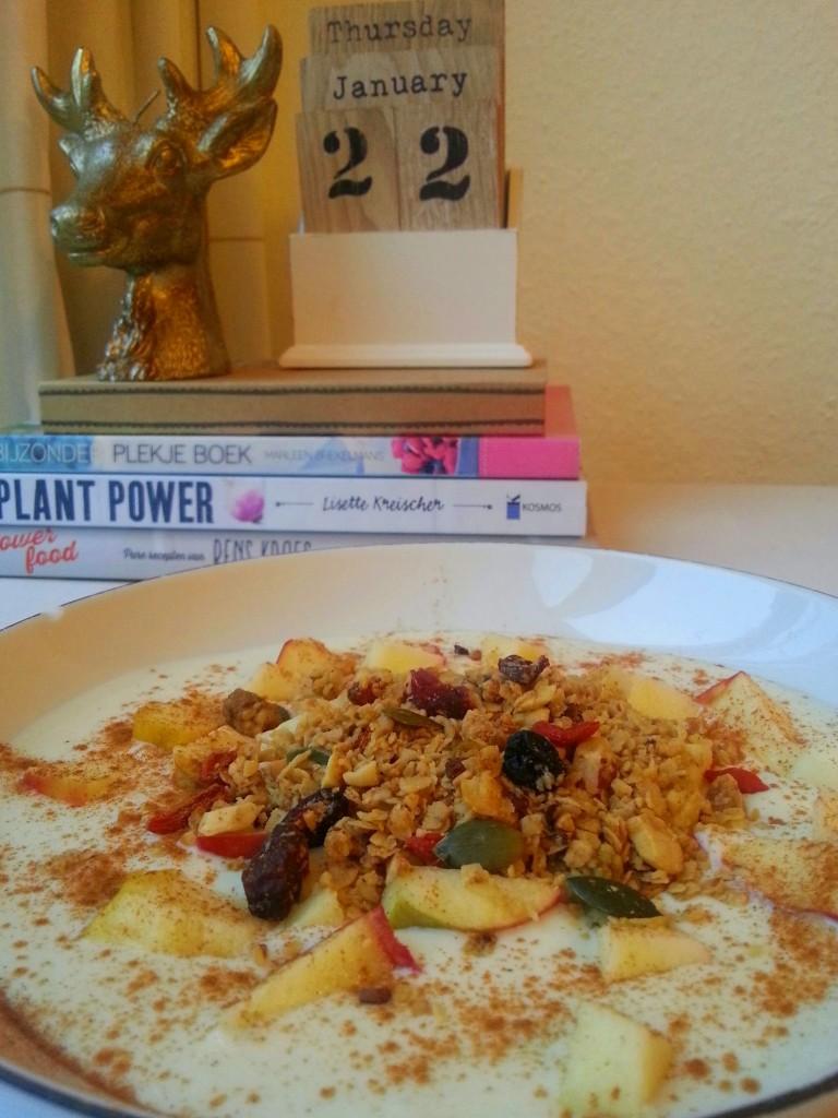 Ontbijt met zelfgemaakte granola