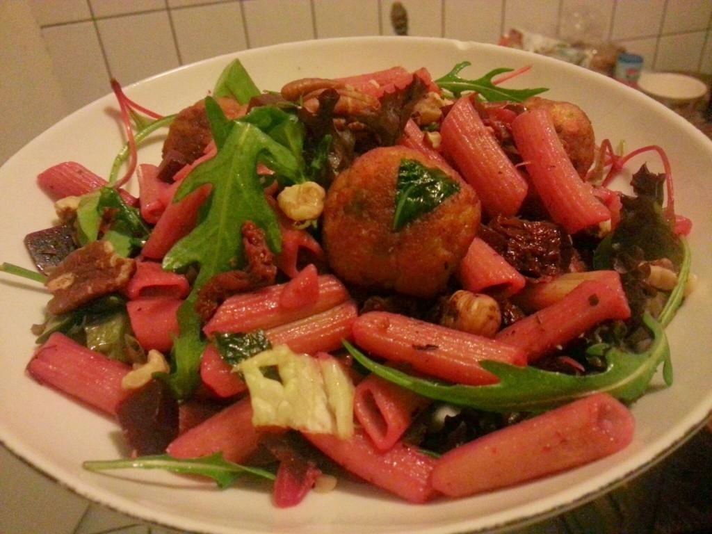 vegetarische pasta met rode bieten en groente balletjes Plant Power