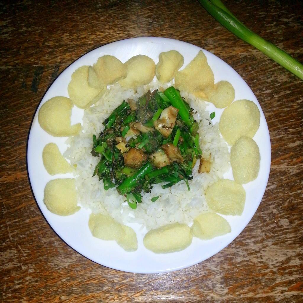Aziatischie gerecht met bimi en vis