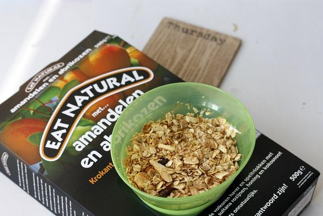 Eat natural speltvlokken ontbijt