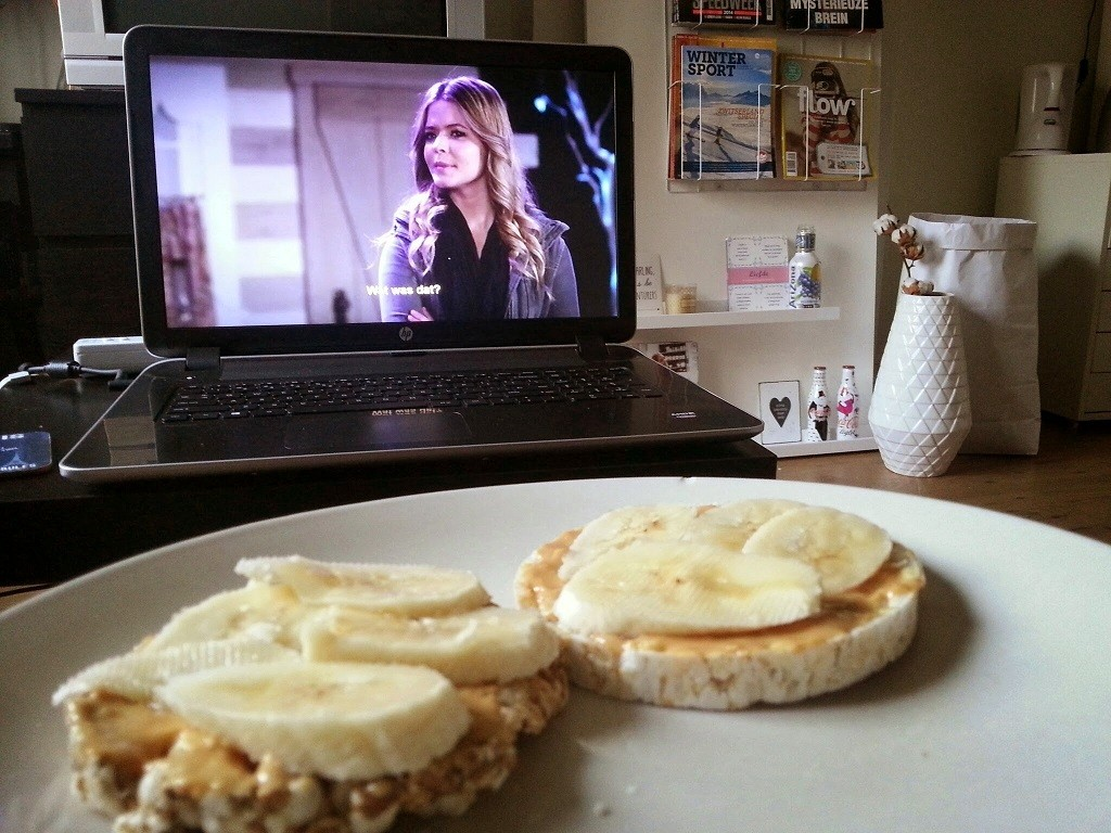 Pretty-little-liarS-lunch