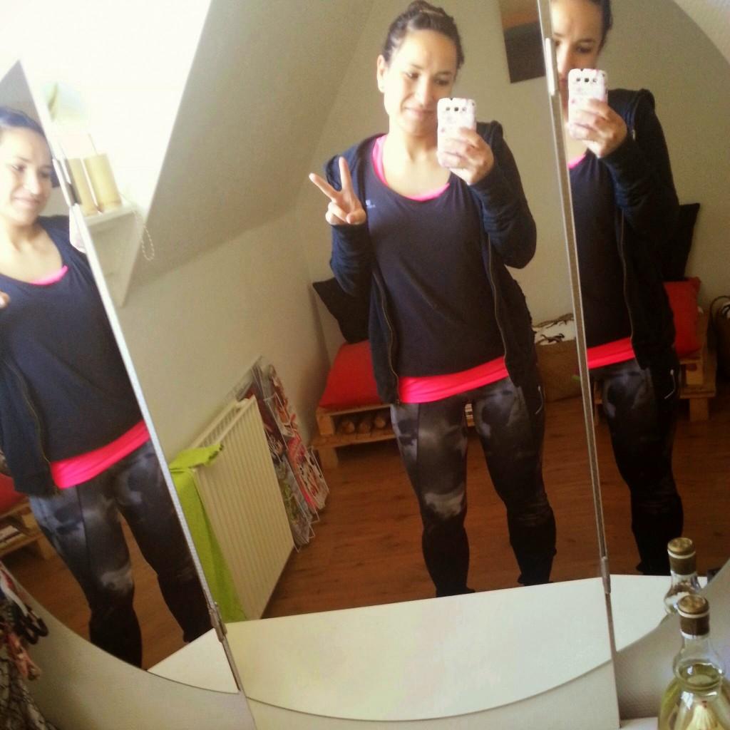mirror selfie sport outfit