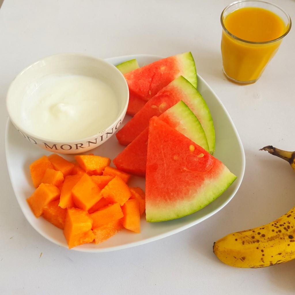ontbijt fruit salade  yoghurt