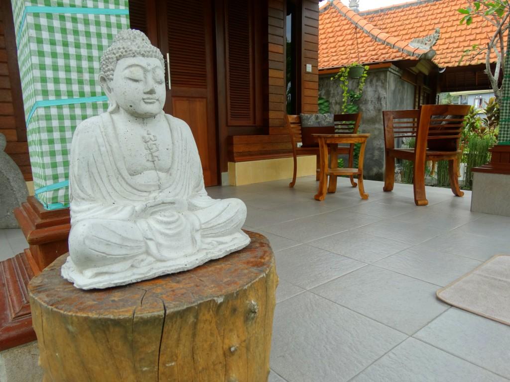 Nur guesthouse buddha