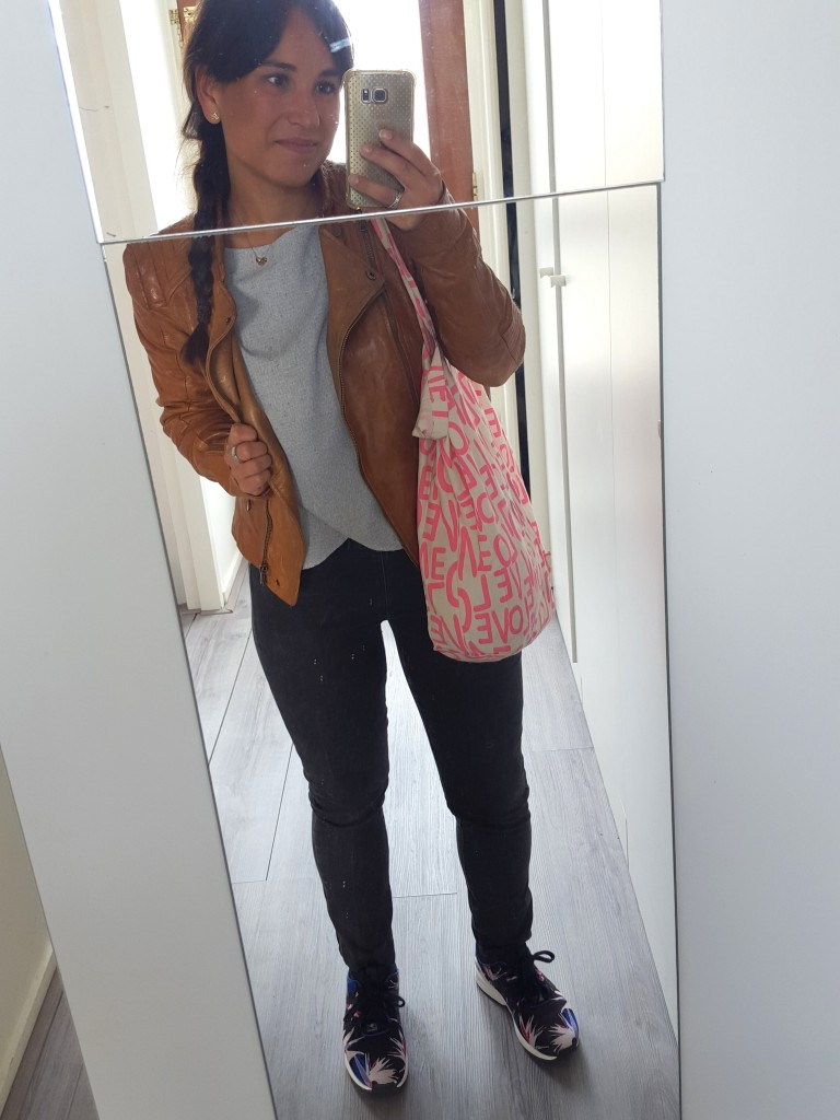 OOTD leren jas Zara, blouse Zara, high waisted jeans Only, tas Primark, sneakers Adidas