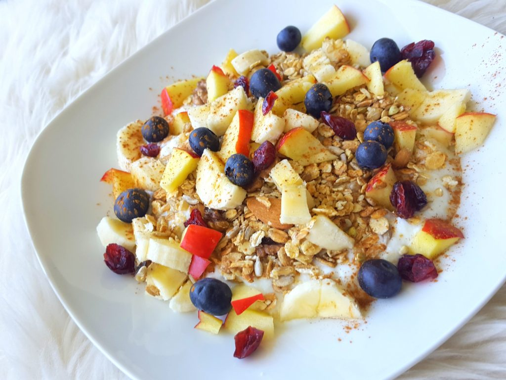 ontbijt granola fruit