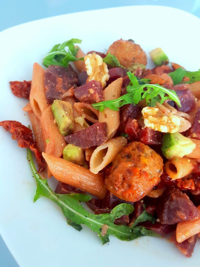 pasta rode bieten groentenballen vega