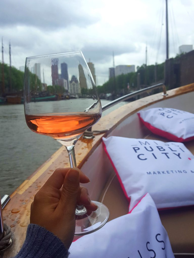 barefoot pink moscato bloggers on board