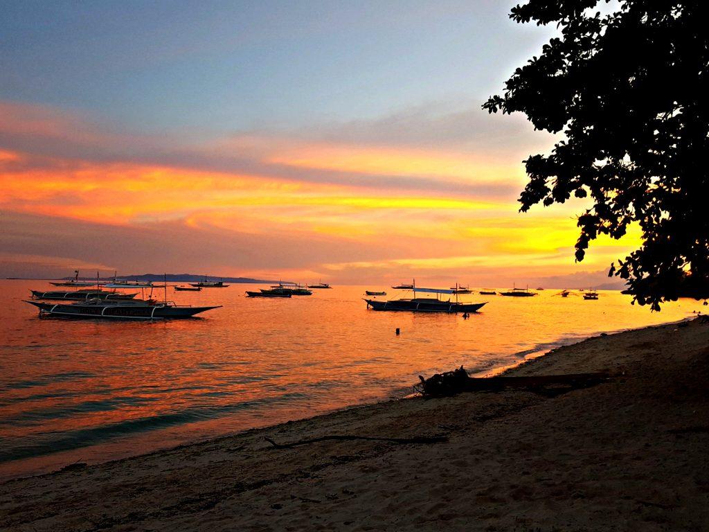 zonsondergang alona beach bohol