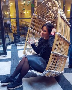 rust vinden hangstoel foodparade kimpton hotel amsterdam