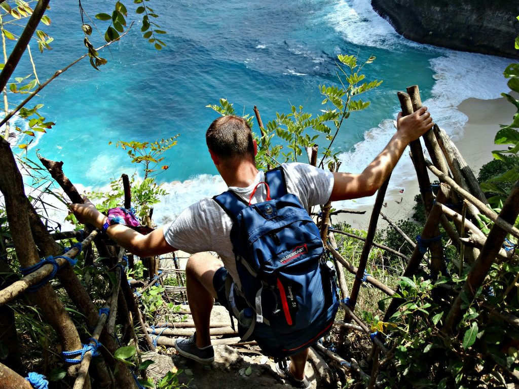 bali rugtas budget daypack review wildebeast hiking indonesie nusa penida