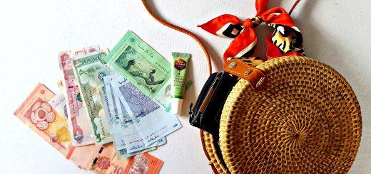 geld spaartips voor de vakantie rattan bag