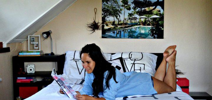foto op textieposter bali bed lezen interieur