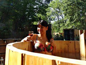 hot tub overnachten in tiny houses rose bikini prima donna