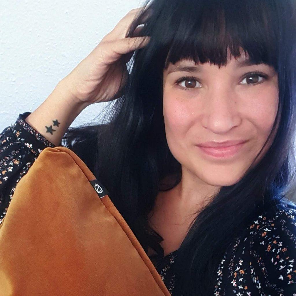 selfie rusten sofa company lachen gelukkig zijn