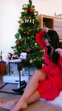krultang carmen nederland rode jurk kerst outfit make up