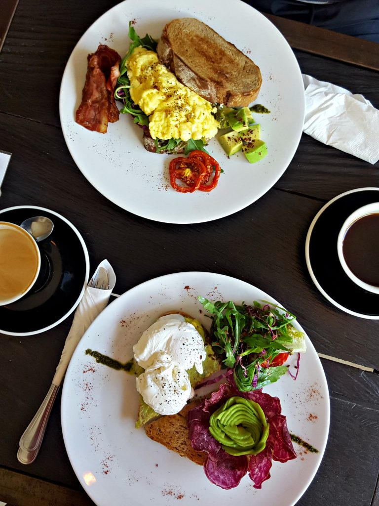 avocado toast eggs rise and shine cafe canggu