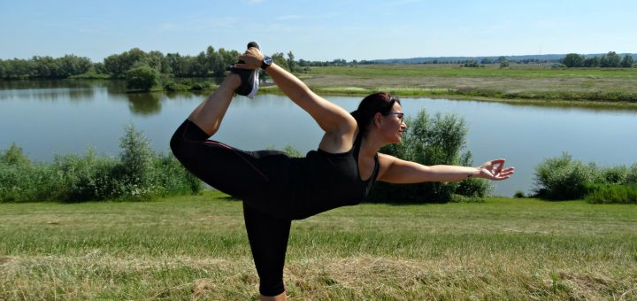 dancer pose yoga garmin vivomove