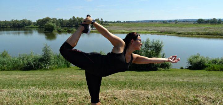 dancer pose yoga garmin vivomove