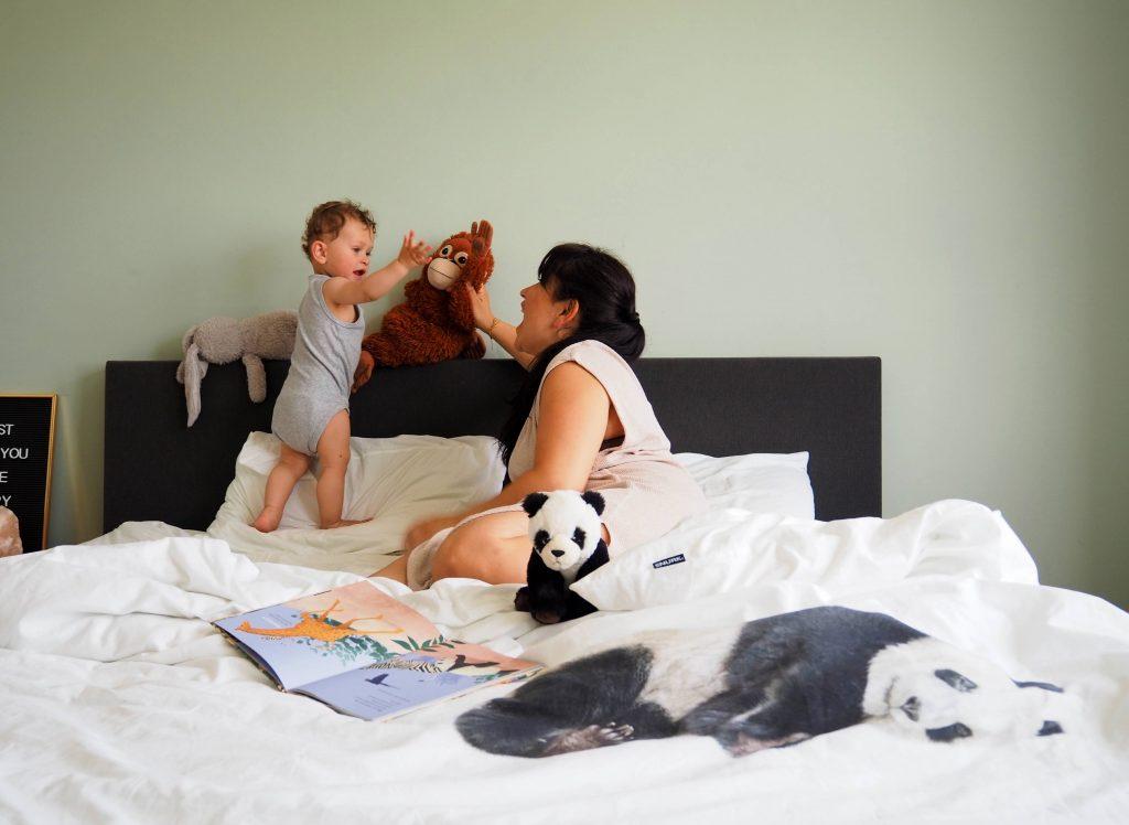 spelen op bed kinderdromen snurk